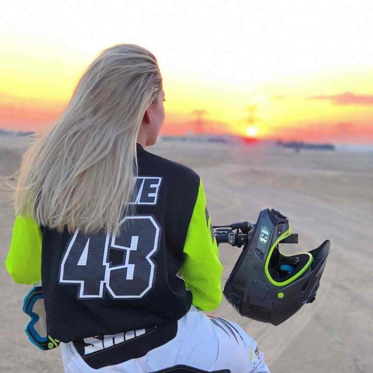 Best Women's Motorcycle Helmets + Hair & Makeup Tips